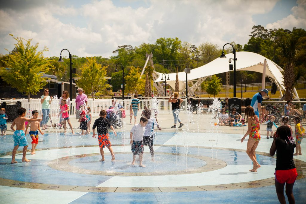 kids in the water splash paad at casecades parkd